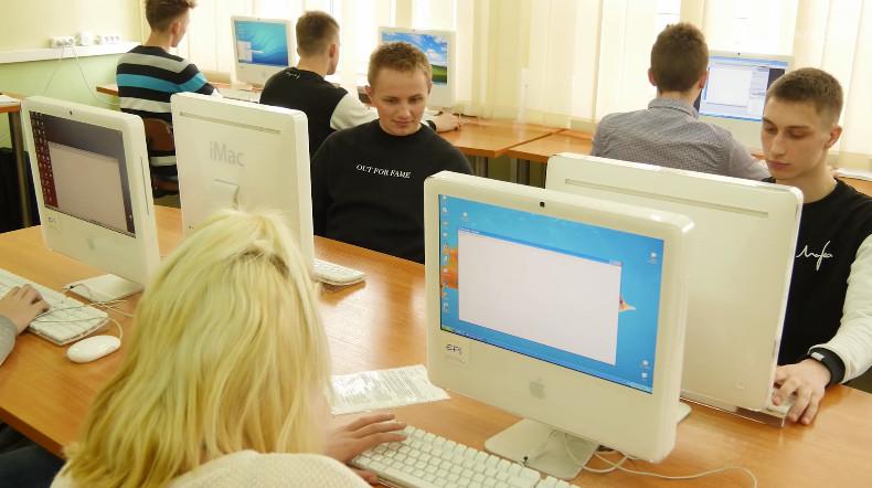 W Mechaniku pracuje się także na komputerach typu MAC.