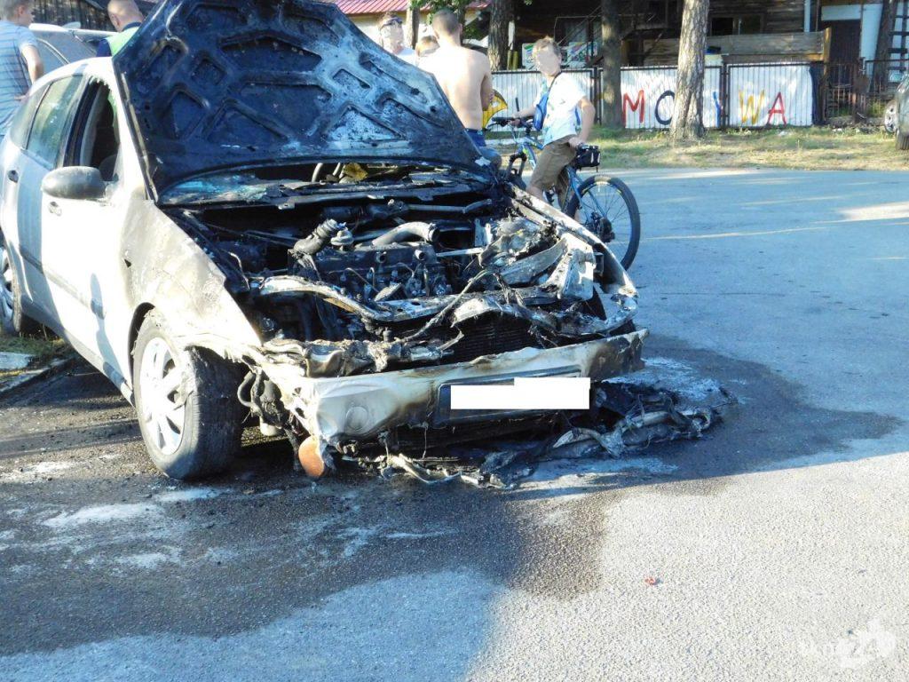 Auto zapaliło się w Sielpi 03