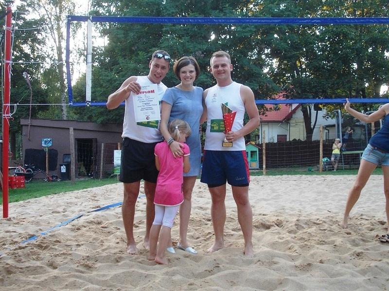 Na zdjęciu zwycięzcy całego cyklu razem z prezes Stowarzyszenia Fair Play Anną Stanik.