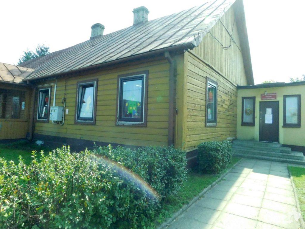Tak obecnie wygląda budynek Przedszkola i filii Biblioteki w Pomykowie.