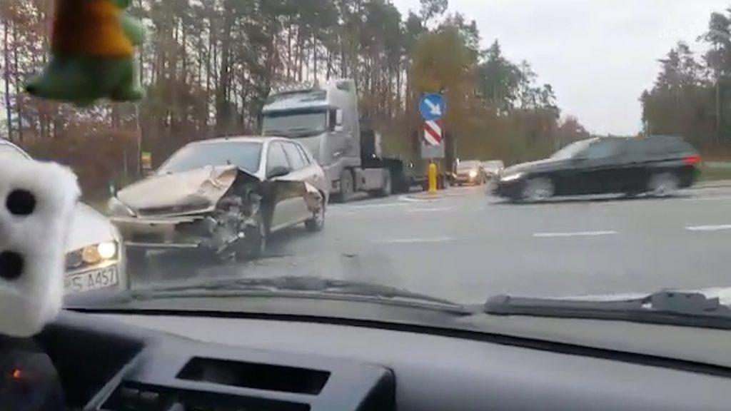 Zderzenie samochodów na krzyżówkach radoszyckich 2
